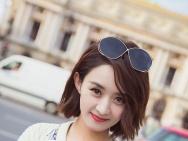 赵丽颖娇艳红唇亮相巴黎街头 秋装造型温暖甜美