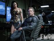 《正义联盟》发布新剧照 神奇女侠蝙蝠侠表情困惑
