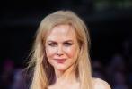 然而随着少年的到来,妮可·基德曼饰演的妻子和两个孩子逐渐失去了健康。