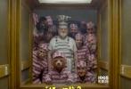 """时隔三年,风靡全球的呆萌绅士熊帕丁顿又回来了!由前作导演保罗·金执导,本·威士肖、休·博内威利、莎莉·霍金斯、彼得·卡帕尔蒂、朱莉·沃尔特斯等原班人马携手回归,英伦男神休·格兰特、布莱丹·格里森全新加盟的喜剧冒险真人动画电影《帕丁顿熊2》日前发布了全新的""""一萌到底""""版预告及同名海报,呆萌小熊帕丁顿耍宝逗趣全新归来。影片将于2017年11月10日在英国上映,2018年1月12日在北美上映。"""