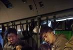 """由李晨执导并主演,范冰冰、王千源、李佳航、赵达、李晨浩、郭洺宇、叶浏、陆思宇等主演,吴秀波特别出演、王学圻友情出演的电影《空天猎》正火热上映,取得了猫眼8.7、淘票票8.6、娱票儿9.5的口碑佳绩,可见观众对于影片的喜爱和认可。今日,该片发布""""永不妥协""""版剧照,呈现了电影拍摄过程中的点滴,展示了主创在困难重重的拍摄环境下坚持不懈的精神面貌。"""