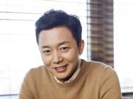 刘奕君简约姿态展绅士品格 儒雅写真放射温柔魅力