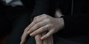 凤凰女与霉霉初恋男友订婚 相恋一年感情甜蜜