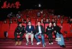 """昨日,刑侦题材网络电影《暴走刑警》在北京举办了首映。参与观影的各路媒体、影评人和观众代表纷纷表示影片颠覆了他们对于网络电影的固有认知。出品人马珂、导演来赫携主演张隽溢、龙洁亲临现场分享影片台前幕后的故事。马珂透露,接下来自己会深耕刑侦题材,打造""""光荣系列""""。"""