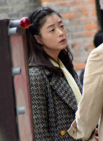 蒋欣《半生缘》造型俏皮可爱 刘嘉玲穿旗袍霸气十足