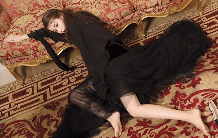 乔欣梦幻巴黎大片曝光 造型百变红唇长腿吸睛