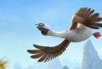 """动画大电影《妈妈咪鸭》宣布定档2018年1月26日。此前《妈妈咪鸭》公布先导海报,突出的动画质感令人眼前一亮,被视为可竞争2018年国内最高质量的动画电影。今日片方宣布定档,同时公布一款""""冒险鸭""""先导预告,除了展示出影片令人惊叹的画面表现,妙趣横生的精彩剧情也初露端倪。"""