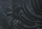11月19日,吴磊微博曝光一组电影《影》的最新剧照。照片中,吴磊身穿铠甲,在雨中挥刀作战,刀光剑影中,少年眼神坚毅,武将眉宇间的英气随之展现。