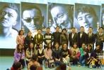 """由导演杨蕊执导,王紫逸、多布杰、洛桑念扎、杨秀措、阿旺仁青、扎西德勒、洛桑达瓦等主演的西藏传奇大片《金珠玛米》,将于12月12日点燃贺岁气氛,为观众暖心贺岁。近日,电影主创一行人来到昆明、成都与同学们见面,为齐乐娱乐公映造势。众主创来到云南民族大学、云南艺术大学、云南大学,藏族观影场。来到春城的主创们直言""""被眼前的景色美到""""并笑称""""不舍得离开。"""""""