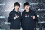 王俊凯晒与偶像周杰伦合影 穿同款衣服比同款手势