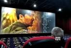"""冯小刚重回贺岁档之作《芳华》上映7天以来,除了赢得主流观影人群青睐,《芳华》更开拓了中老年新观影群体,带动非黄金场的票房提升,开辟了沙龙网上娱乐市场的""""新大陆""""。"""