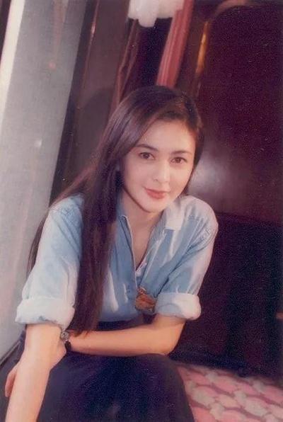 但是,邱淑贞就是这样性感又可爱的美. 难得的是,她美得没有攻击性.