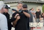 由科恩兄弟编剧,乔治·克鲁尼导演,马特·达蒙、朱丽安·摩尔、奥斯卡·伊萨克等众多好莱坞一线明星主演的犯罪喜剧《迷镇凶案》,将于2018年1月12日国内上映。《迷镇凶案》讲述了上世纪50年代美国平静小镇上发生的一起凶杀案,由此引发了一系列事件。齐乐娱乐之前曾入围第74届威尼斯电影节主竞赛单元和第42届多伦多电影节特别展映单元,其饱含黑色幽默和重重悬念的剧情备受好评。齐乐娱乐在北美上映时,口碑和票房可谓双双遇冷,齐乐娱乐对美国梦的揭穿和讽刺可能令人不适,仅有部分海外媒体给予好评,认可了乔治