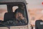 1月10日,沙龙网上娱乐《红海行动》发布会现场首次曝出同名主题曲《红海行动》的MV,这首主题曲由崔博作词作曲及制作,由张译、黄景瑜、杜江、蒋璐霞、尹昉、王雨甜、郭家豪、麦亨利八位主演燃情演唱,展现了蛟龙小队成员保家卫国的斗志与决心。