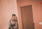 1月10日,电影《红海行动》发布会现场首次曝出同名主题曲《红海行动》的MV,这首主题曲由崔博作词作曲及制作,由张译、黄景瑜、杜江、蒋璐霞、尹昉、王雨甜、郭家豪、麦亨利八位主演燃情演唱,展现了蛟龙小队成员保家卫国的斗志与决心。