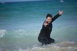 吴樾黄金海岸拍写真玩湿身诱惑 秀武打招式亮眼