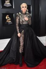 Lady Gaga曳地长裙惊艳格莱美 举手投足宛如女王