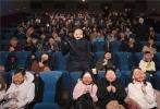 """高口碑好莱坞惊悚喜剧《忌日快乐》将在本周五正式登陆全国各大院线。日前,影片在京举办媒体超前观影活动,被点赞""""不落俗套有惊喜""""。电影中神秘的""""娃娃脸""""面具杀手也作为""""彩蛋""""惊现观影现场,引起阵阵尖叫,将意犹未尽、紧张又愉快的现场氛围推向高潮。"""