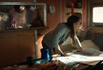 根据同名经典游戏改编的动作冒险电影《古墓丽影:源起之战》(Tomb Raider)确定引进内地,将于3月16日同步北美盛大公映。史上最具魅力的女英雄劳拉·克劳馥(Lara Croft)再登大银幕,上演引人入胜的古墓探险和火爆刺激的动作大戏。新生代女神艾丽西亚·维坎德(Alicia Vikander)惊艳演绎兼具力与美的现代女性典范,国民男神吴彦祖也奉献出进军好莱坞后最闪光的演出。影片定档海报和预告片也同时曝光,透露更多精彩细节。