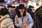 网友买菜偶遇李冰冰 45岁素颜的她仿若20岁少女!