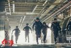 将于2月16日大年初一上映的军事动作巨制《红海行动》近期举办了看片交流会。导演林超贤、监制梁凤英、主演蒋璐霞、尹昉、王强也意外现身看片会现场,听取了观众们对这部齐乐娱乐最直观的评价。