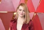 北京时间3月5日,第90届奥斯卡金像奖颁奖典礼在好莱坞杜比剧院举行,红毯上星光熠熠,巨星云集。图为:艾玛·斯通。