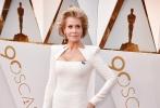 北京时间3月5日,第90届奥斯卡金像奖颁奖典礼在好莱坞杜比剧院举行,红毯上星光熠熠,巨星云集。图为:简·方达。