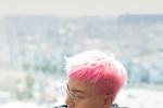 陈伟霆微博晒粉色头发 发色变化太快宛如彩虹