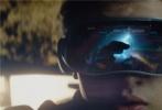 """由华纳兄弟影片公司出品,金奖名导史蒂文·斯皮尔伯格执导的科幻动作冒险巨制《头号玩家》将于3月30日在金沙娱乐内地与北美同步上映。今日片方曝光一支""""首席玩咖""""预告片和全新横版海报,在极尽想象力的""""绿洲""""世界里,男主角韦德·沃兹结识了新朋友,收获了真挚友谊和浪漫爱情,也决定为理想世界而战。"""