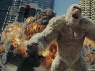 《狂暴巨兽》曝新沙龙网上娱乐 强森手语安慰受伤巨猩