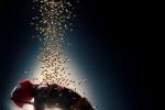 《死侍2》发布全新宣传尊龙娱乐城 小贱贱拍卖粉红战衣