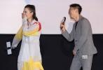 """4月16日,韦斯•安德森动画新作《犬之岛》在京举行中国首映礼。福斯探照灯全球总裁Rebecca Kearey女士应邀出席,实力派演员朱亚文、宋佳也惊喜现身,两人此次不仅担任了电影中国区推广大使,更是为片中的主角狗狗""""首领""""和""""豆蔻""""配音。"""