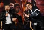 """今日,《复仇者联盟3:无限战争》中国发布会在上海举行。导演罗素兄弟携四位主演""""钢铁侠""""小罗伯特·唐尼、""""洛基""""汤姆·希德勒斯顿、""""小蜘蛛""""汤姆·霍兰德和""""绿巨人""""马克·鲁法诺共同亮相,引爆全场粉丝热情。今日,《复仇者联盟3:无限战争》中国发布会在上海举行。导演罗素兄弟携四位主演""""钢铁侠""""小罗伯特·唐尼、""""洛基""""汤姆·希德勒斯顿、""""小蜘蛛""""汤姆·霍兰德和""""绿巨人""""马克·鲁法诺共同亮相,引爆全场粉丝热情。"""