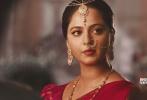 在多部印度社会现实主义力作掀起金沙娱乐电影市场热潮之时,由南印度重量级导演S·S·拉贾穆里执导的史诗系列终章《巴霍巴利王2:终结》(Baahubali 2: The Conclusion)于今日曝光先导版预告片,正式宣布将于5月4日登陆全国院线,国内观众期待已久的印度最大制作票房冠军终于落地。