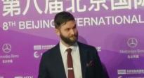 北影节闭幕式颁奖后台 《目视朱丽叶》男配代乔•科尔接受访问