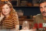 意大利话题佳作《完美陌生人》将于5月25日全国上映,该片由保罗·格诺维塞执导,马可·贾利尼、卡夏·斯穆特尼亚克、瓦莱里奥·马斯坦德雷亚等主演,讲述了三对夫妻及一个单身的好友在聚会上依次分享自己的秘密,从而爆发重重危机的故事。