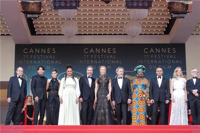 张震亮相戛纳电影节红毯 愿为亚洲电影贡献力量