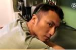 谢霆锋趴在料理台听新歌 眼神犀利表示:别烦我