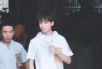 王俊凯综艺录制路透,清爽大男孩成蚊子的甜品。