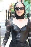 "Lady Gaga瘦到胸快没了 ""大妈""黑蕾丝造型出街"