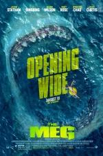 《巨齿鲨》曝光新版海报 鲨鱼血盆大口狰狞恐怖