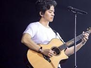 李健清华校庆演唱会纪录片:毕业20载物非人还是