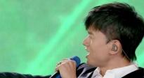 张杰亮相成龙电影周献唱《最美的太阳》 武术冠军为歌王伴舞