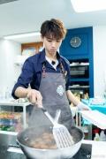 """王俊凯被叫叔叔深受""""暴击"""" 25星级服务绝对宠爱"""