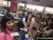 陈意涵许富翔登记结婚 挺孕肚频频与媒体打招呼