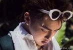 """8月30日,吴亦凡在微博晒出一组""""久""""宫格杂志花絮照。"""