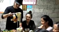 重庆的早餐从小面开始 陈坤贴心为大家调制小面配料