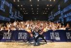 由钱嘉乐导演,郑伊健、陈小春、林晓峰、钱嘉乐、谢天华五兄弟领衔主演的电影《黄金兄弟》在9月21日全国正式上映,勇夺同档期票房冠军。同时,导演钱嘉乐,主演郑伊健、谢天华、林晓峰26、27日两天现身深圳影院,与观众现场交流。