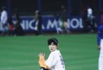 当地时间9月28日,TFBOYS组合成员王源官方受邀,在美国纽约花旗球场为MLB美职棒大联盟正式比赛开球。