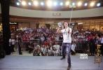 由王力宏、宋茜领衔主演,将于10月1日全国上映的中国首部游戏改编奇幻动作电影《古剑奇谭之流月昭明》,继昨日点燃武汉后,9月28日又带着饱满的热情再次快闪成都。